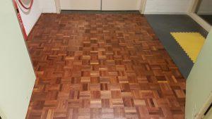 Renovatie mozaïek houten vloer Radboud UMC